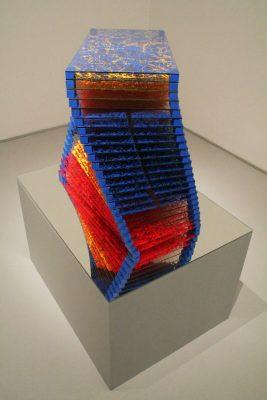 domino — 2008<br>40 × 70 × 30 cm