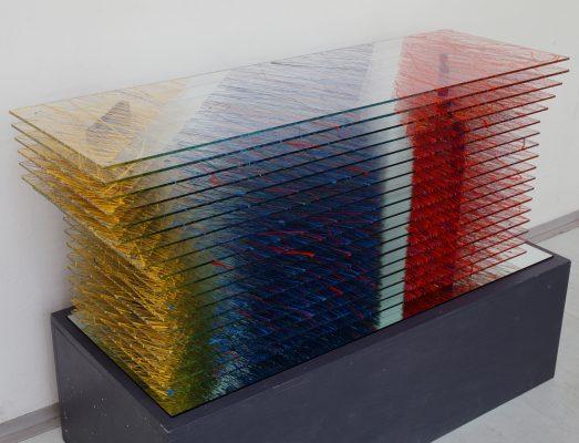 meziprostor — 1999<br>49 × 105 × 34 cm